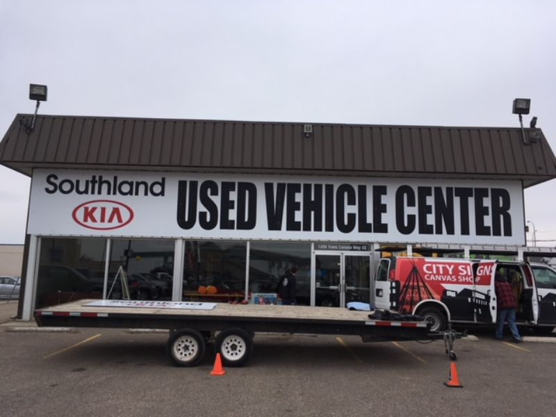 Used vehicle center sign